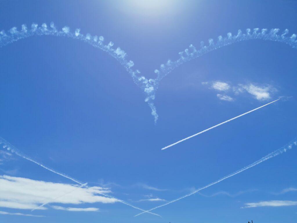 空に描かれたハート